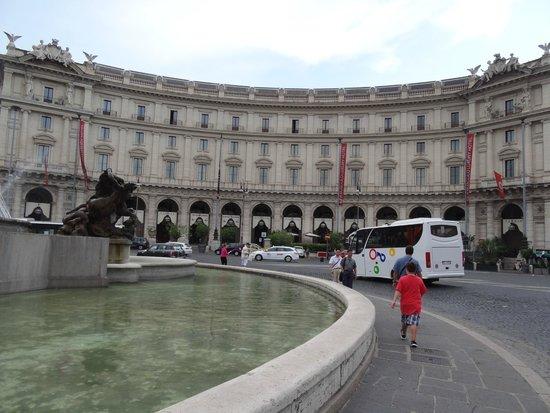Hotel Nord Nuova Roma : Right around the corner