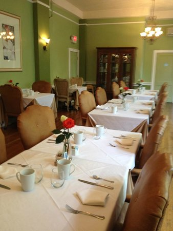 Princess Anne Hotel: Breakfast room