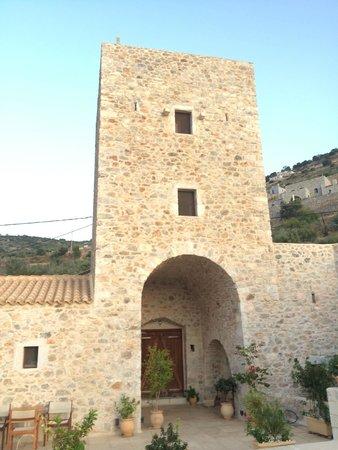 Pirgos Mavromichali: The magnificent tower entrance