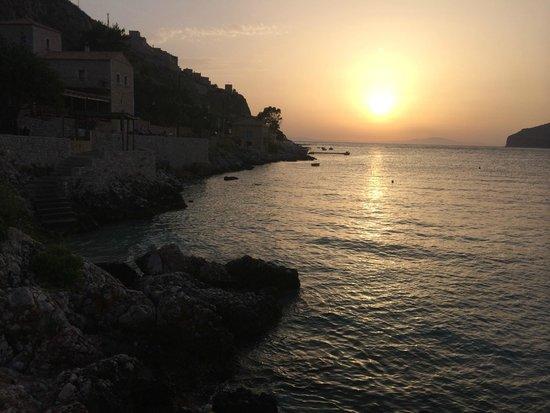 Pirgos Mavromichali: Watch as the sun sets across the Aegean