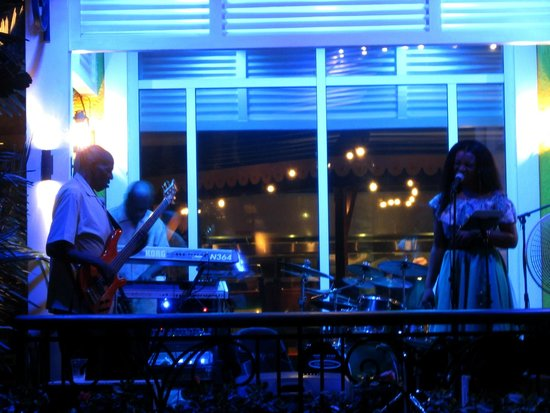 Bimini Road: Always entertainment!