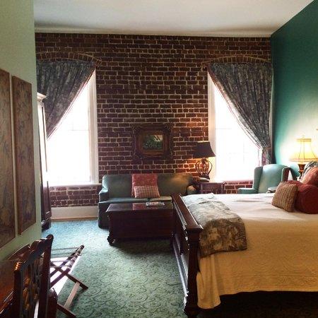East Bay Inn: Comfy King Room