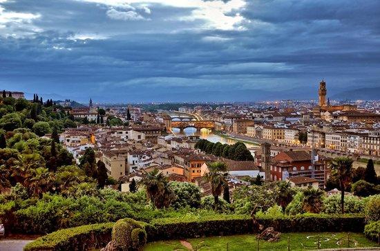 Piazzale Michelangelo: Firenze in the dusk