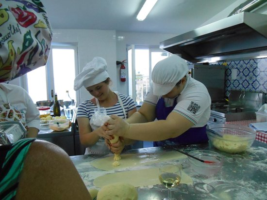 Casale Villarena: Making ravioli
