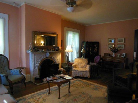 Blair House Heritage Breakfast Inn : Blair House Parlow