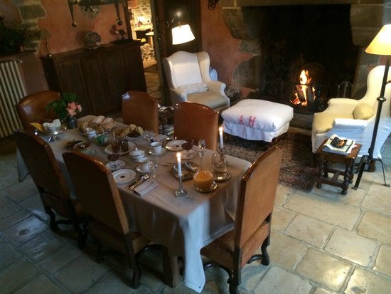 Manoir des Réaux : This fine layout greeted us every morning