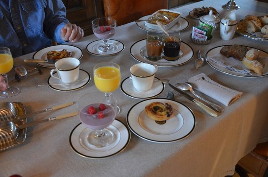 Manoir des Réaux : Every breakfast was both a wonderful spectacle and delicious