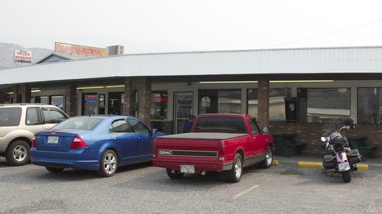 Hungry Herbie's Drive In: This is the outside of Hungry Herbie's diner
