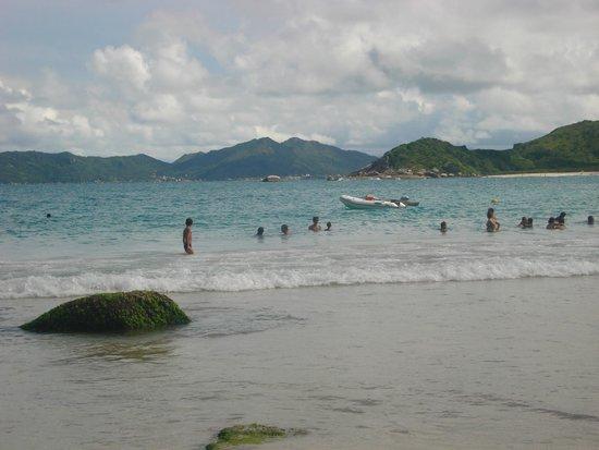 Praia De Quatro Ilhas: Costa esmeralda