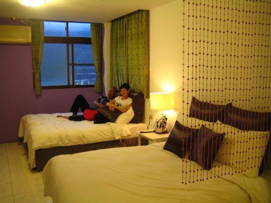 Sun Moon Lake Love Home Lake Hotel : The two beds room