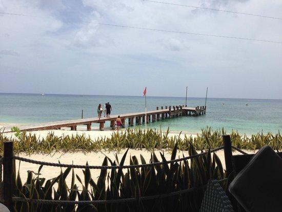 Occidental Cozumel: pier by beach