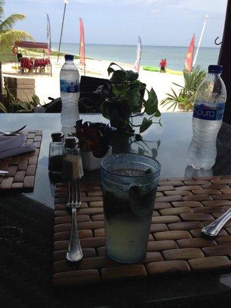 Occidental Cozumel: cafe by beach