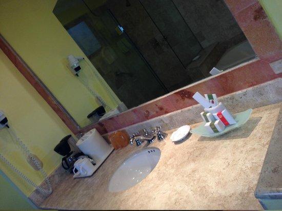 Occidental Cozumel: bathrooms