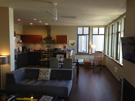 The Island Inn at 123 West : Penthouse 7