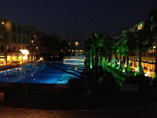La Blanche Resort & Spa : Piscine le soir
