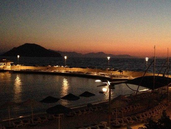 La Blanche Resort & Spa : Plage le soir