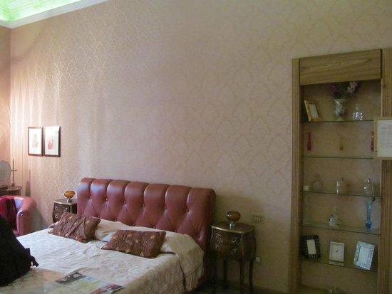 B&B Cavour 10 : Foto parcial do quarto