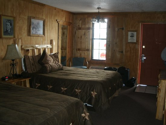 Big Texan Motel : Room with shutters