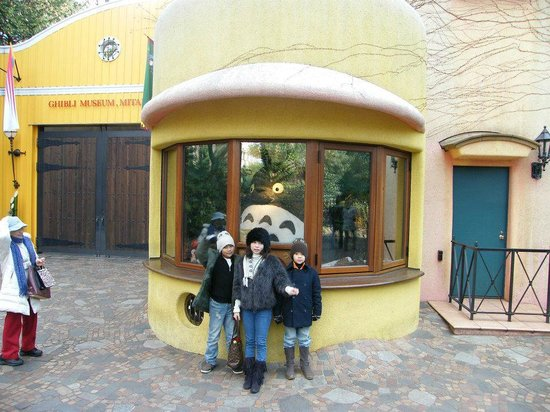 Musée Ghibli : Totoro behind the ticket counter