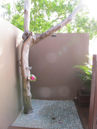 Yasawa Island Resort and Spa: Our private outdoor shower