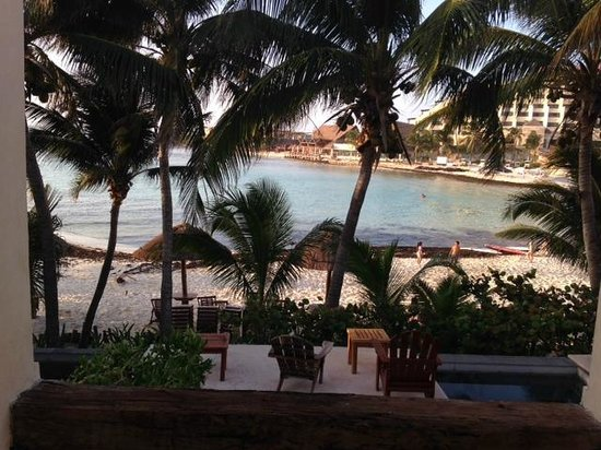 Na Balam Beach Hotel: View from outside our room door, overlooking suite below