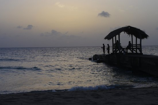 Sandy Point Beach Club: Sunset view