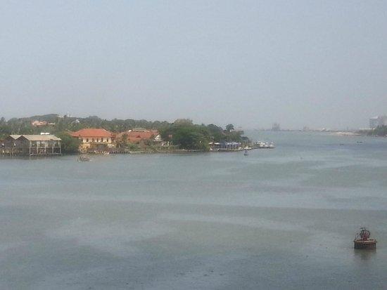 Vivanta by Taj - Malabar: View outside
