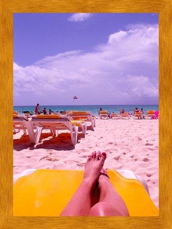 Iberostar Paraiso Beach: There's plenty of sun @ the beach!