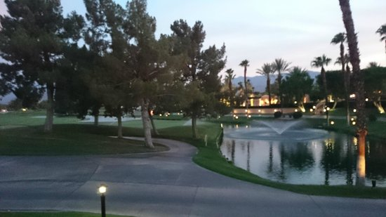 Westin Mission Hills Golf Resort & Spa: Outside of the adult pool area looking out into the golf course.