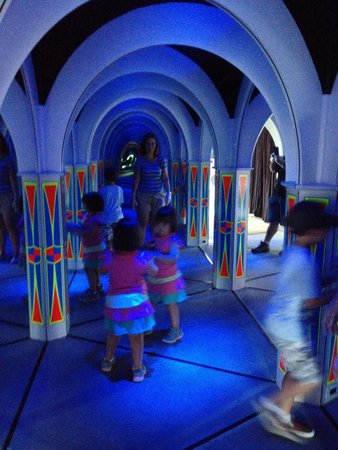 MagiQuest: Lost in the mirror maze.