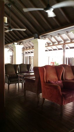 Le Meridien Koh Samui Resort & Spa : ちょっとコロニアルなロビーラウンジ