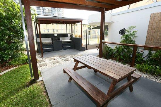Regent Apartments: BBQ area
