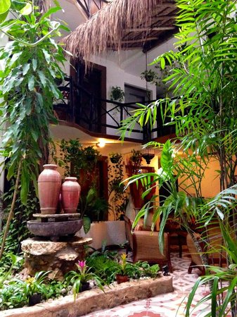 Hotel Boutique Posada Mariposa: Lobby view from opposite my room
