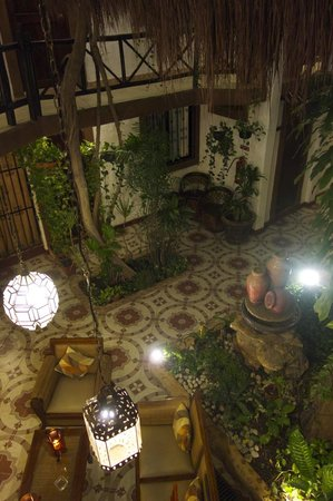 Hotel Boutique Posada Mariposa: View of the lobby from one of the upper floors