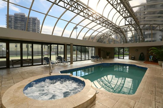 Regent Apartments: Indoor pool and spa