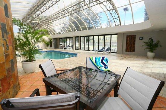 Regent Apartments: Indoor Pool