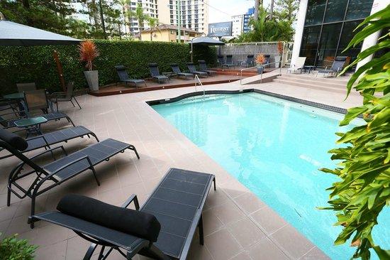 Regent Apartments: Outdoor pool