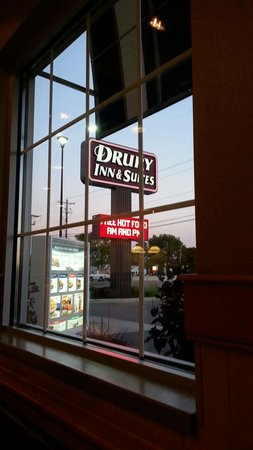 Drury Inn & Suites Findlay : There's a Culvers adjacent to Drury...best combo ever!