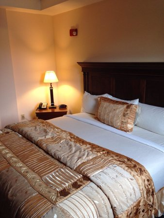 Ocean Inn and Suites : Master bedroom of chamber suite