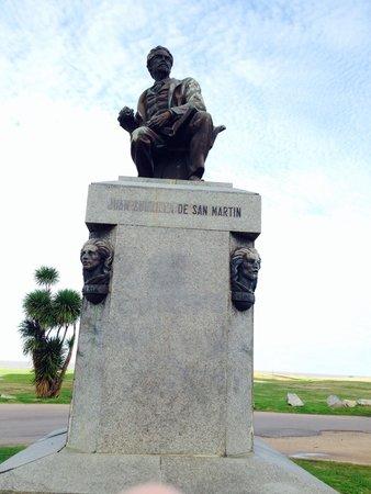 Rambla de Montevideo: Bela estátua na Rambla