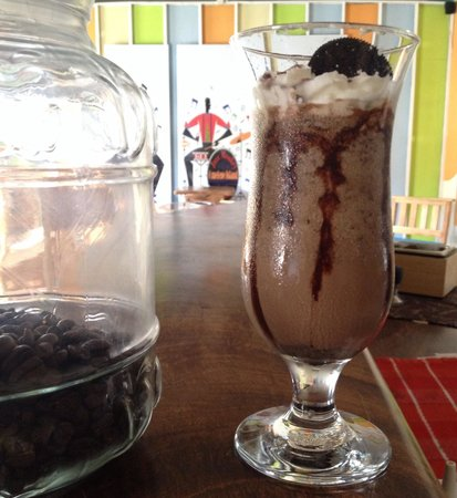 Jazz Monkey Fusion Lounge and Bar: We're kicking the day the off with an Oreo Mocha