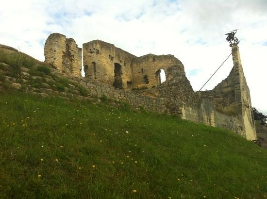 Castle Ruins & Velvet Cave: looking up at ruins