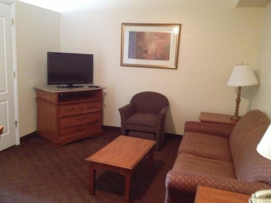 Clarion Inn & Suites: Living room