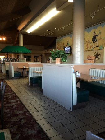 Lawrence's Restaurant: Empty for a reason.