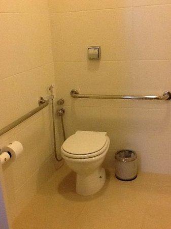 banheiro do hotel Gloria adaptado para 3a. idade