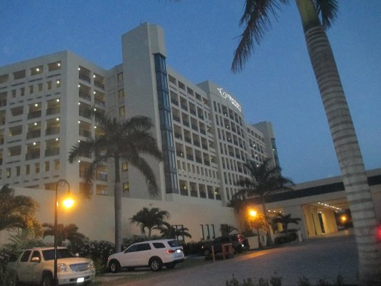The Royal Sands: Front of Resort