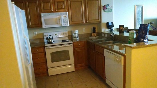 Blue Heron Beach Resort: I loved this lil kitchen!!!
