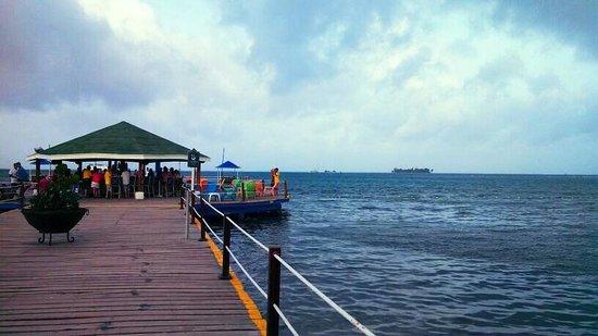 Decameron Marazul: Muelle y bar 24hr