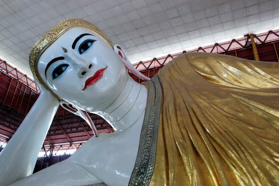 Chaukhtatgyi Paya: Front of the Buddha