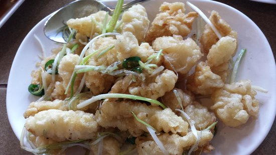 Sinh Sinh Restaurant: Salty Fried Squid, one of our family favorite...